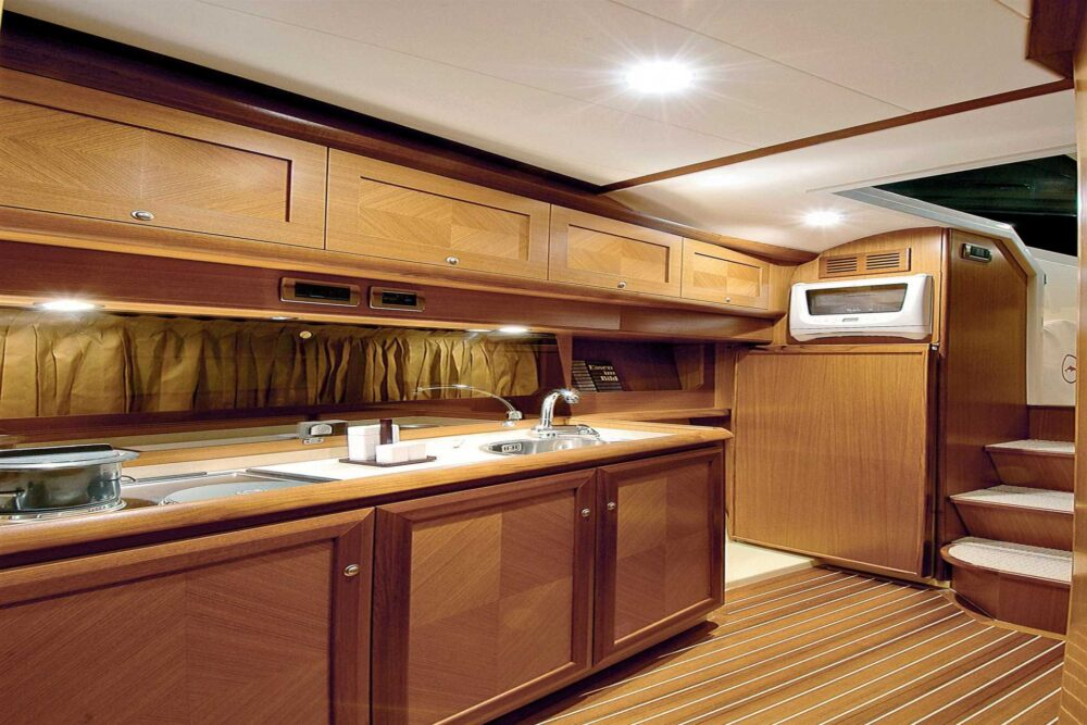 DOLPHIN 44′ - Featured