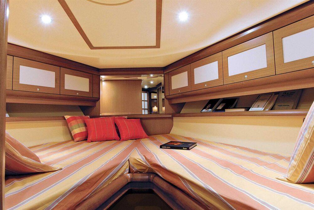 DOLPHIN 44′ - Interior
