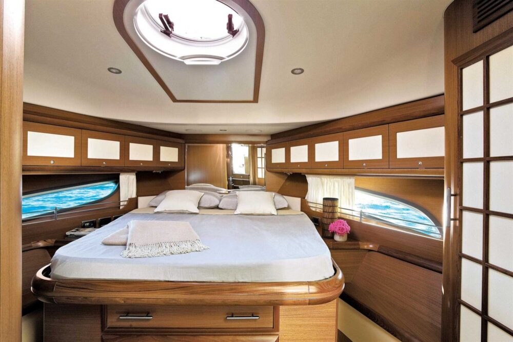DOLPHIN 54′ FLY - Featured