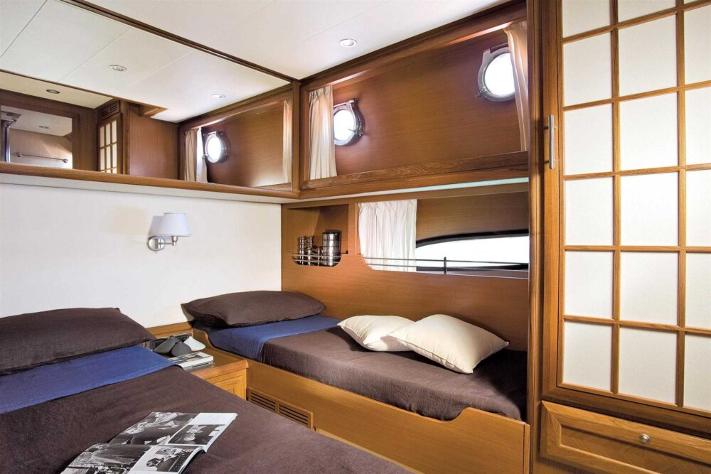DOLPHIN 54′ FLY - Interior
