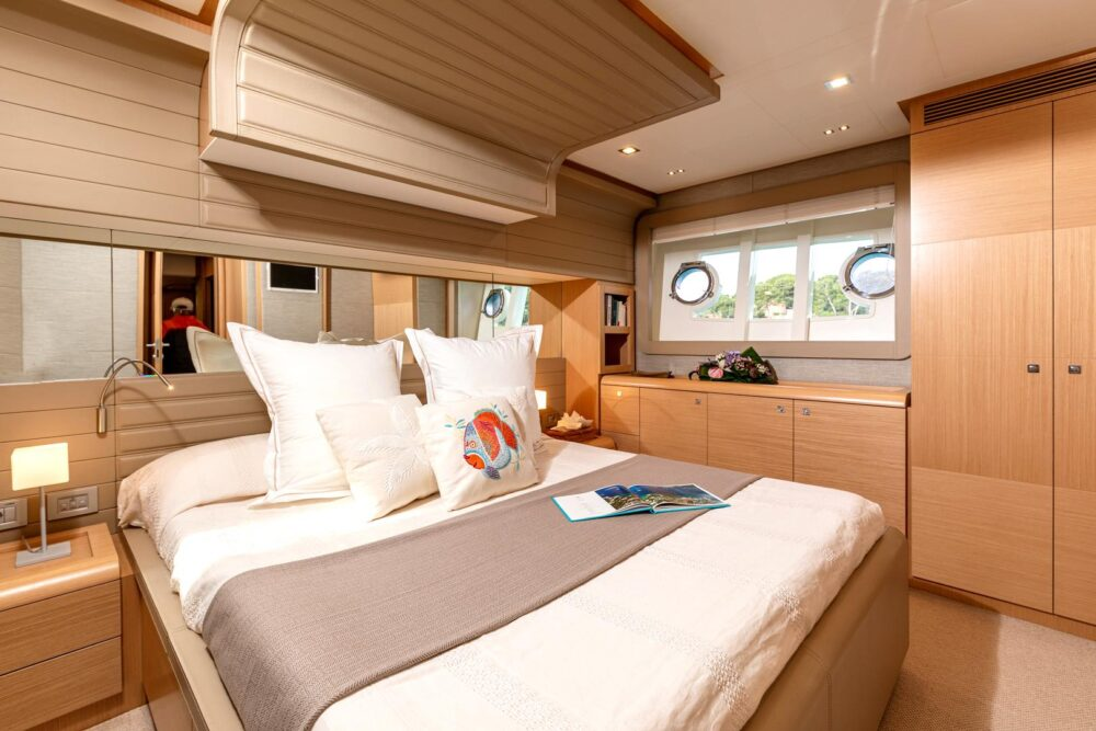 "Ferretti 800 ""LADY BEE"" - Featured"